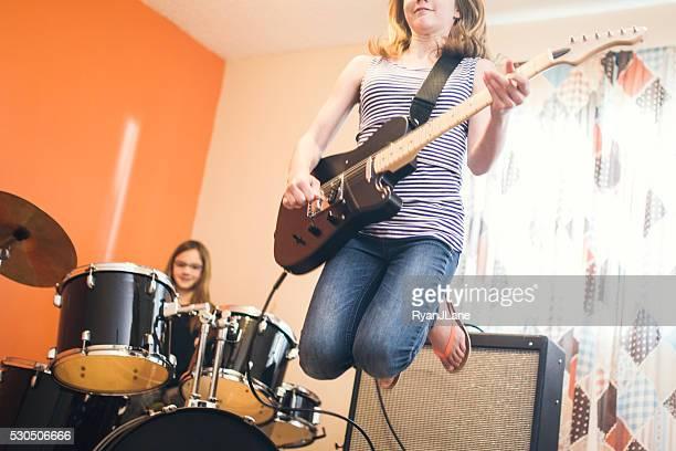 Niñas jugando en casa de Rock and roll