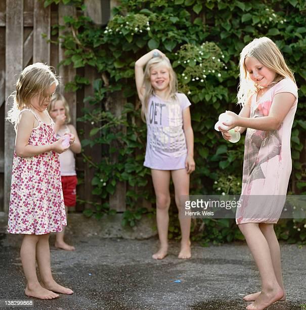 Petite Fille Pied Nu Photos Et Images De Collection