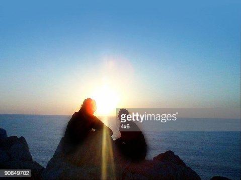 ガールズ日の出を眺める