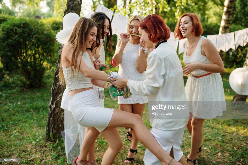 Fotos de chicas con vestidos blancos
