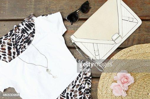 Girly summer outfit : Bildbanksbilder