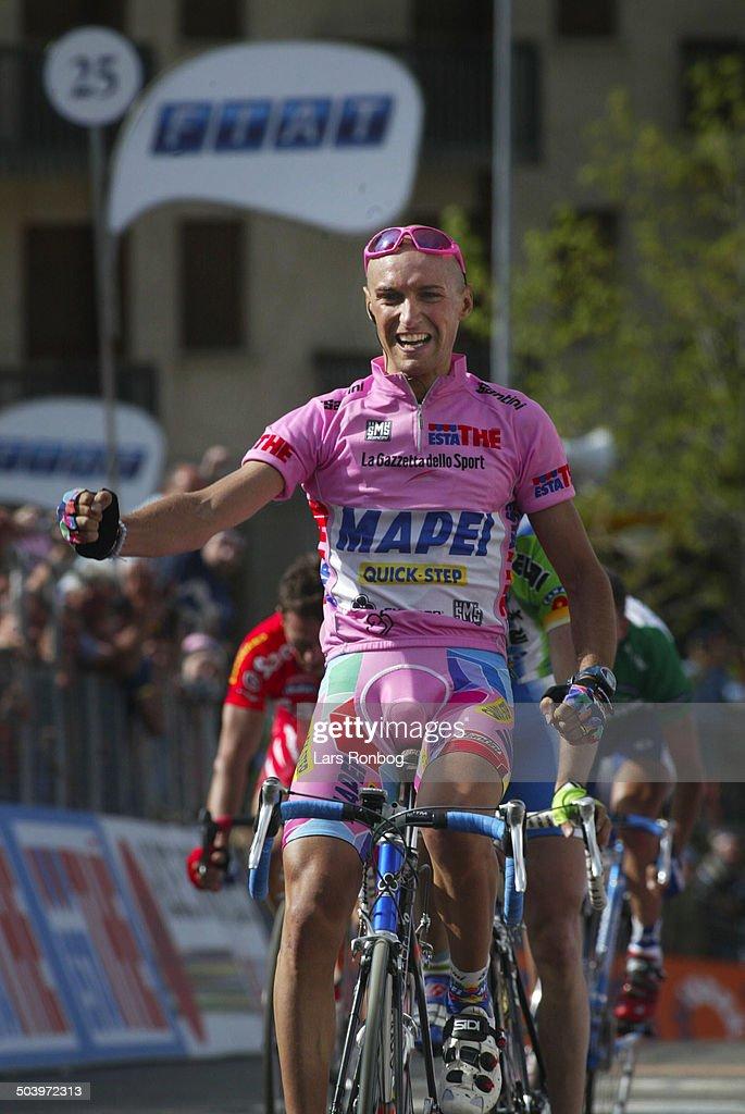 Giro dItalia, Stage 5 - Stefano Garzelli, Mapei wins the stage.