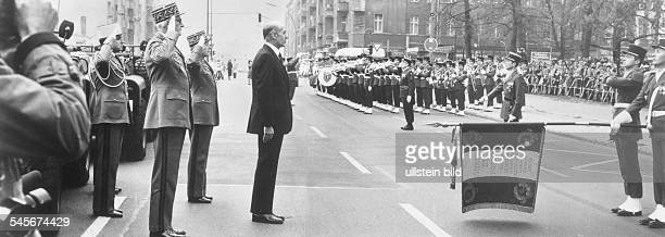 Giscard d'Estaing Valèry *Politician Franceduring a french military parade in Berlin