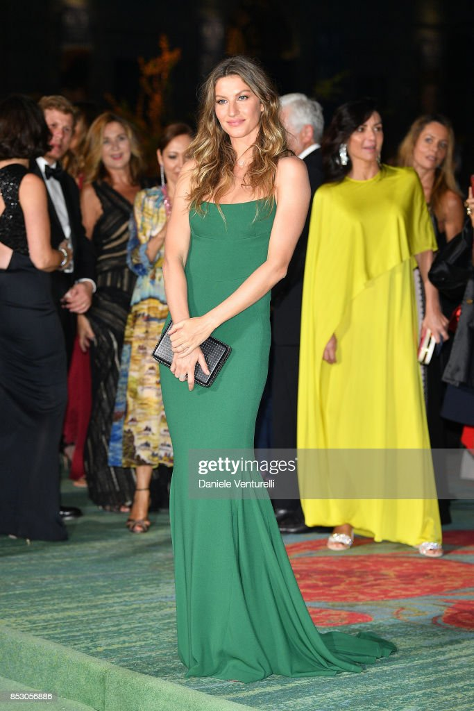 gisele-bndchen-attends-the-green-carpet-fashion-awards-italia-2017-picture-id853056886