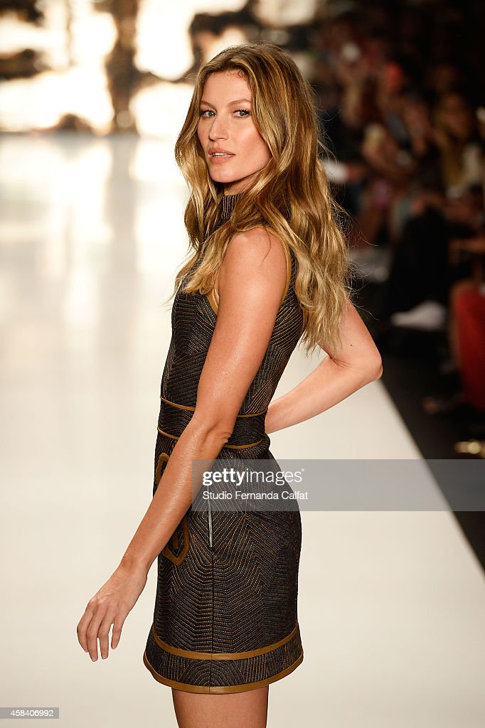 <a gi-track='captionPersonalityLinkClicked' href=/galleries/search?phrase=Gisele+B%C3%BCndchen&family=editorial&specificpeople=201815 ng-click='$event.stopPropagation()'>Gisele Bündchen</a> walks the runway at the Colcci fashion show during Sao Paulo Fashion Week Winter 2015 at Parque Candido Portinari on November 4, 2014 in Sao Paulo, Brazil.