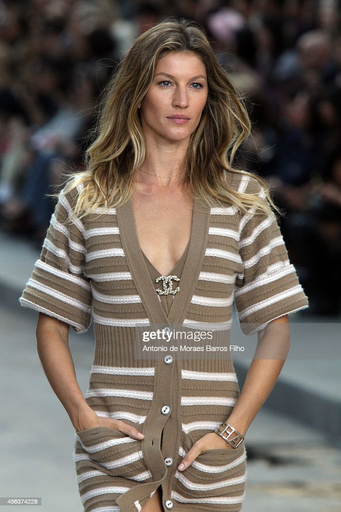 Gisele Bündchen walks the runway during the Chanel show as part of the Paris Fashion Week Womenswear Spring/Summer 2015 on September 30 2014 in Paris...