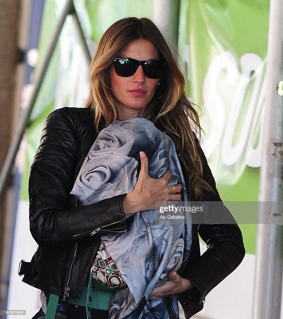 <a gi-track='captionPersonalityLinkClicked' href=/galleries/search?phrase=Gisele+Bundchen&family=editorial&specificpeople=201815 ng-click='$event.stopPropagation()'>Gisele Bundchen</a> carries her daughter Vivian Lake Brady in SoHo on May 3, 2013 in New York City.