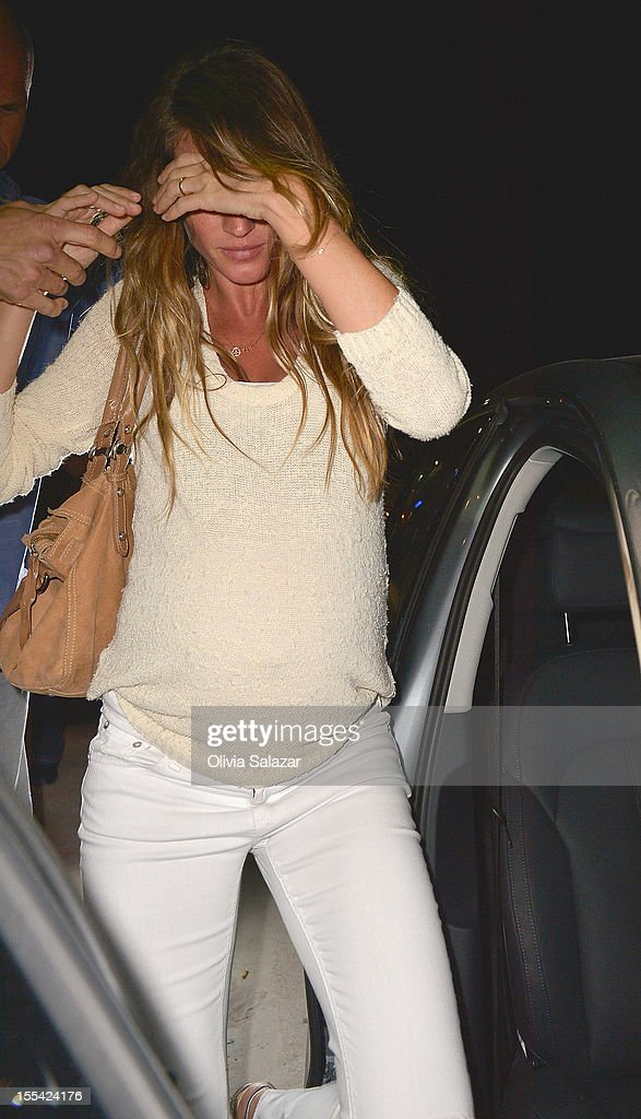 <a gi-track='captionPersonalityLinkClicked' href=/galleries/search?phrase=Gisele+Bundchen&family=editorial&specificpeople=201815 ng-click='$event.stopPropagation()'>Gisele Bundchen</a> leaves at Prime 112 Steakhouse on November 3, 2012 in Miami Beach, Florida.