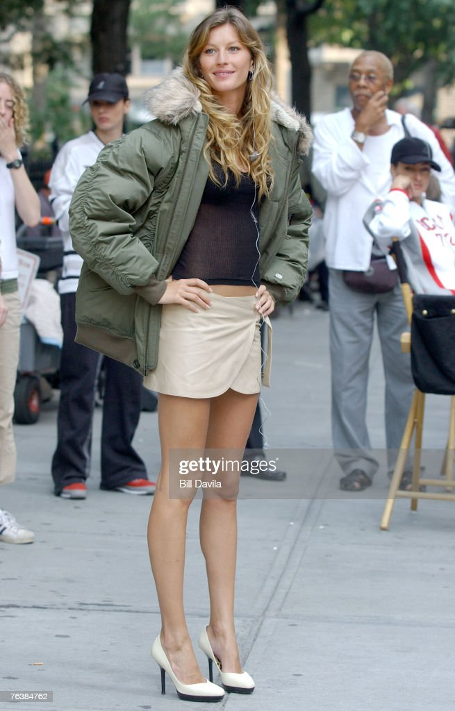 <a gi-track='captionPersonalityLinkClicked' href=/galleries/search?phrase=Gisele+Bundchen&family=editorial&specificpeople=201815 ng-click='$event.stopPropagation()'>Gisele Bundchen</a>