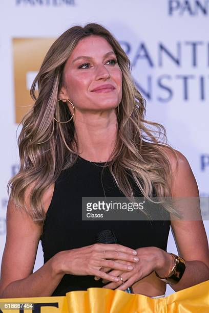Gisele Bundchen poses during the opening of the Pantene Institute on October 26 2016 in Mexico City Mexico