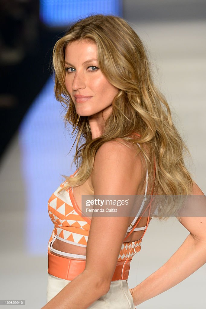 <a gi-track='captionPersonalityLinkClicked' href=/galleries/search?phrase=Gisele+Bundchen&family=editorial&specificpeople=201815 ng-click='$event.stopPropagation()'>Gisele Bundchen</a> walks the runway during the Colcci show at SPFW Summer 2016 at Parque Candido Portinari on April 15, 2015 in Sao Paulo, Brazil.