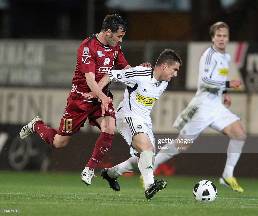 Giuseppe Colucci (L) of Reggina Calcio competes for the ball with Manuel Coppola of AC Cesena during the Serie B match between Reggina Calcio and AC Cesena at Stadio Oreste Granillo on March 15, 2013 in Reggio Calabria, Italy.