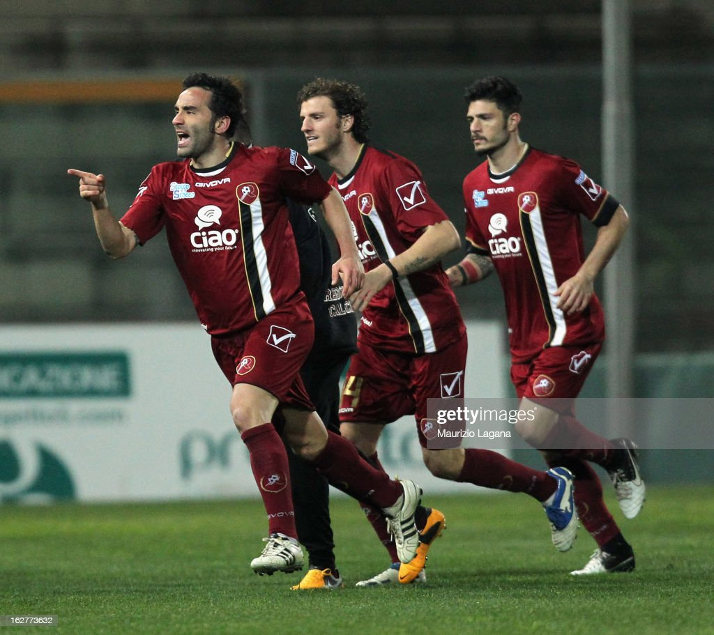 Giuseppe Colucci of Reggina celebrates after scoring their first goal during the Serie B match between Reggina Calcio and AC Spezia at Stadio Oreste...