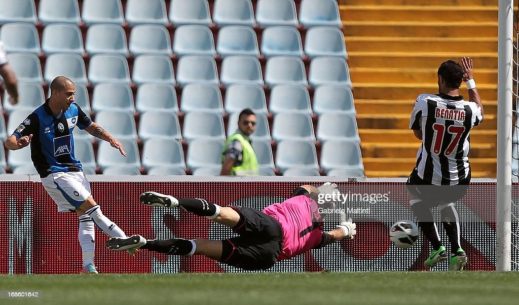 Giuseppe De Luca (L) of Atalanta BC scores the opening goal during the Serie A match between Udinese Calcio and Atalanta BC at Stadio Friuli on May 12, 2013 in Udine, Italy.