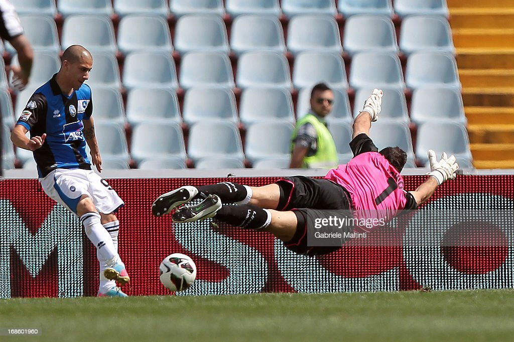Giuseppe De Luca of Atalanta BC scores the opening goal during the Serie A match between Udinese Calcio and Atalanta BC at Stadio Friuli on May 12, 2013 in Udine, Italy.