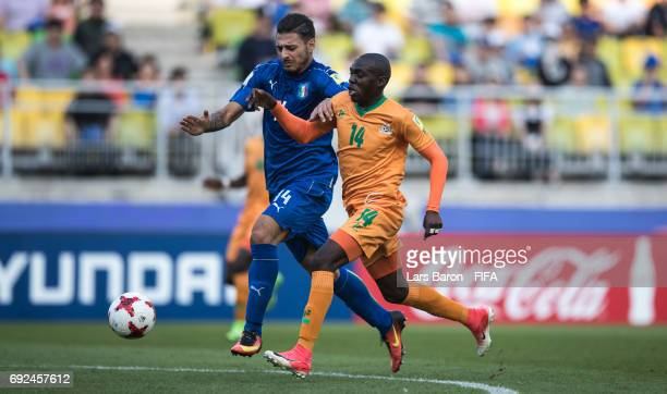Giuseppe Pezzella of Italy challenges Edward Chilufya of Zambia during the FIFA U20 World Cup Korea Republic 2017 Quarter Final match between Italy...