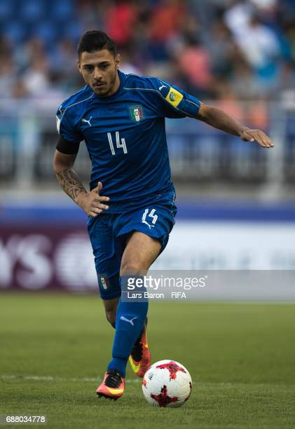Giuseppe Pezzella of Italy runs with the ball during the FIFA U20 World Cup Korea Republic 2017 group D match between South Africa and Italy at Suwon...