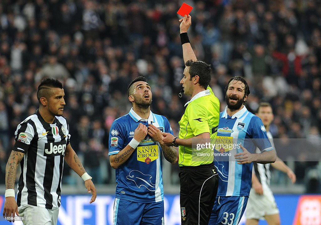 Giuseppe Rizzo (C) of Pescara receives the red card from referee Sebastiano Peruzzo during the Serie A match between Juventus and Pescara at Juventus Arena on April 6, 2013 in Turin, Italy.