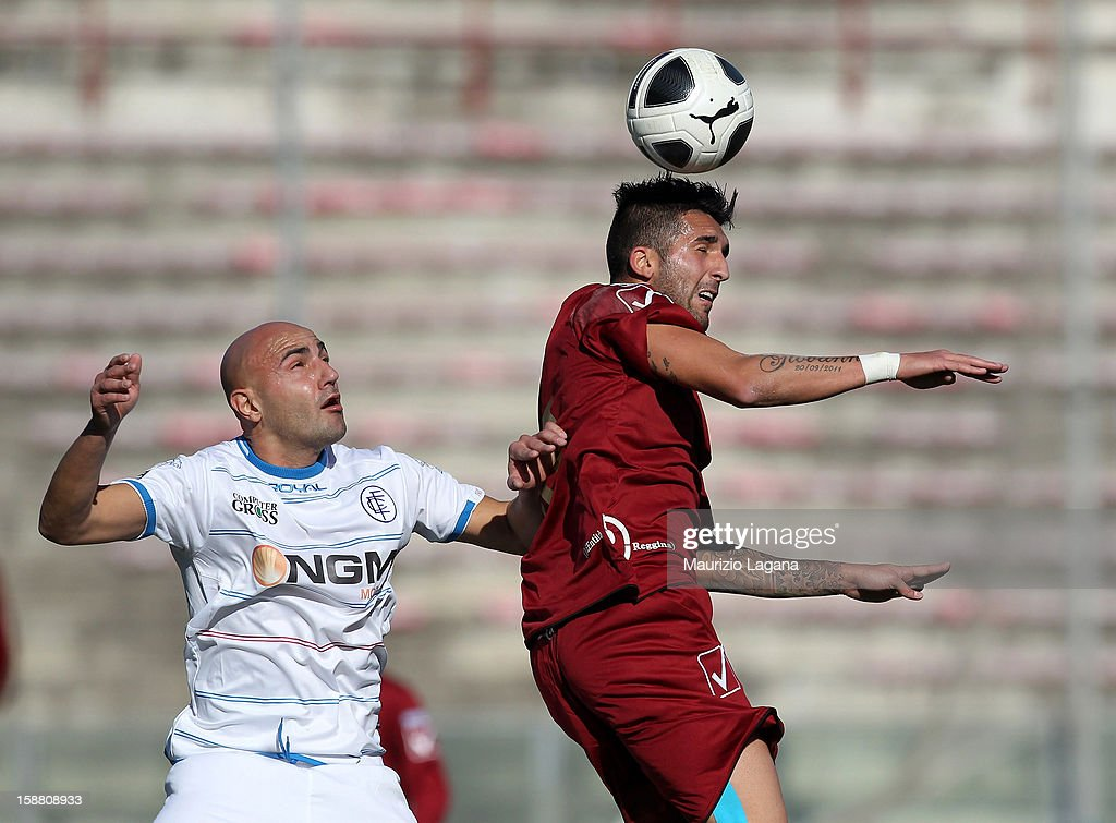 Giuseppe Rizzo (R) of Reggina competes for the ball in the air with <a gi-track='captionPersonalityLinkClicked' href=/galleries/search?phrase=Massimo+Maccarone&family=editorial&specificpeople=204389 ng-click='$event.stopPropagation()'>Massimo Maccarone</a> of Empoli during the Serie A match between Reggina Calcio and Empoli FC at Stadio Oreste Granillo on December 30, 2012 in Reggio Calabria, Italy.