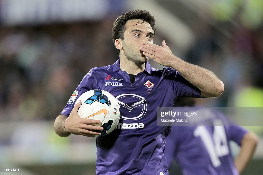 <a gi-track='captionPersonalityLinkClicked' href=/galleries/search?phrase=Giuseppe+Rossi&family=editorial&specificpeople=215461 ng-click='$event.stopPropagation()'>Giuseppe Rossi</a> of ACF Fiorentina celebrates after scoring a goal during the Serie A match between ACF Fiorentina and US Sassuolo Calcio at Stadio Artemio Franchi on May 6, 2014 in Florence, Italy.