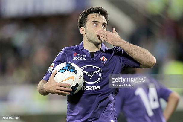 Giuseppe Rossi of ACF Fiorentina celebrates after scoring a goal during the Serie A match between ACF Fiorentina and US Sassuolo Calcio at Stadio...