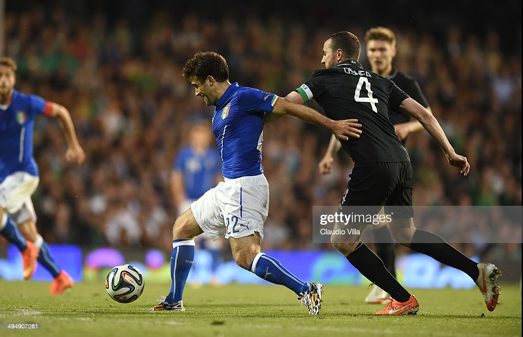 <a gi-track='captionPersonalityLinkClicked' href=/galleries/search?phrase=Giuseppe+Rossi&family=editorial&specificpeople=215461 ng-click='$event.stopPropagation()'>Giuseppe Rossi</a> of Italy and <a gi-track='captionPersonalityLinkClicked' href=/galleries/search?phrase=John+O%27Shea+-+Soccer+Player&family=editorial&specificpeople=202487 ng-click='$event.stopPropagation()'>John O'Shea</a> of Ireland #4 compete for the ball during the International Friendly match between Italy and Ireland at Craven Cottage on May 31, 2014 in London, England.