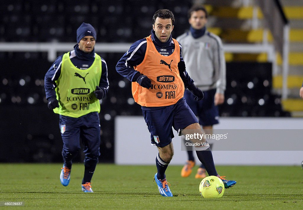 <a gi-track='captionPersonalityLinkClicked' href=/galleries/search?phrase=Giuseppe+Rossi&family=editorial&specificpeople=215461 ng-click='$event.stopPropagation()'>Giuseppe Rossi</a> of Italy during a training session at Craven Cottage on November 17, 2013 in London, England.
