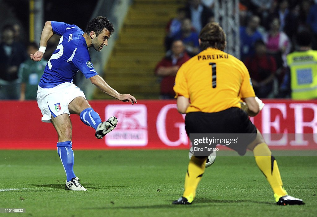 <a gi-track='captionPersonalityLinkClicked' href=/galleries/search?phrase=Giuseppe+Rossi&family=editorial&specificpeople=215461 ng-click='$event.stopPropagation()'>Giuseppe Rossi</a> of Italy scores the opening goal during the UEFA EURO 2012 Group C qualifying match between Italy and Estonia on June 3, 2011 in Modena, Italy.