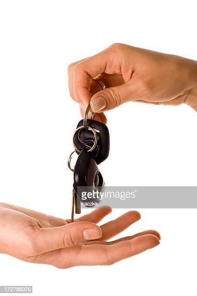 Donner les clés isolé sur blanc