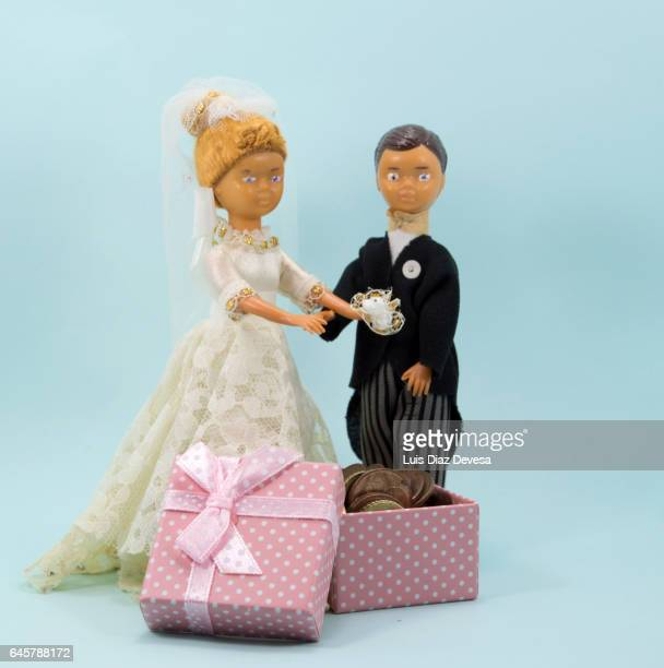 giving money as a wedding gift
