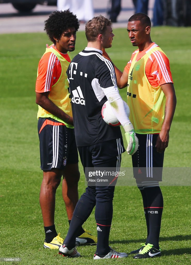 gk <a gi-track='captionPersonalityLinkClicked' href=/galleries/search?phrase=Manuel+Neuer&family=editorial&specificpeople=764621 ng-click='$event.stopPropagation()'>Manuel Neuer</a> (C) Goalkeepertalks to <a gi-track='captionPersonalityLinkClicked' href=/galleries/search?phrase=Jerome+Boateng&family=editorial&specificpeople=2192287 ng-click='$event.stopPropagation()'>Jerome Boateng</a> (R) and Dante during a Bayern Muenchen training session at the ASPIRE Academy for Sports Excellence on January 5, 2013 in Doha, Qatar.