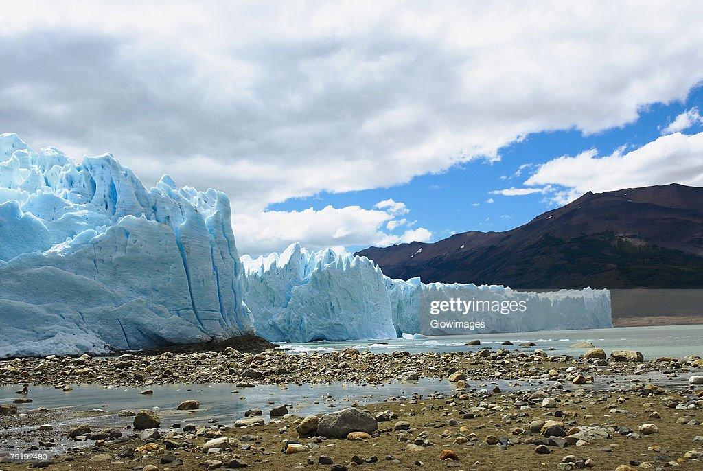 Glaciers in a lake, Moreno Glacier, Argentine Glaciers National Park, Lake Argentino, El Calafate, Patagonia, Argentina : Foto de stock