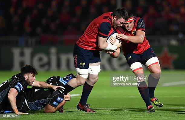 Glasgow United Kingdom 14 January 2017 Peter OMahony with the support of his Munster teammate CJ Stander is tackled by Josh Strauss and Ali Price...