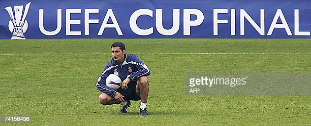 Espanyol Barcelona's Spanish coach Ernesto Valverde looks at his players during a training session at Hampden Park in Glasgow Scotland 15 May 2007 on...