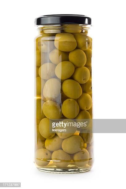 Glas jar of grünen Oliven, isoliert auf weißem Hintergrund