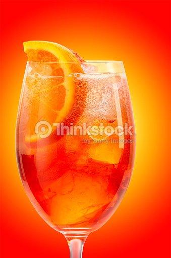 Glass of aperol spritz cocktail foto stock thinkstock for Bicchiere da spritz