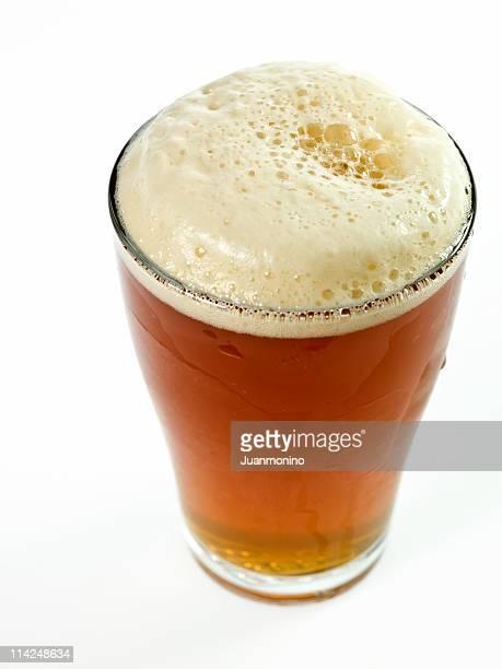ガラスの冷たいビールの味