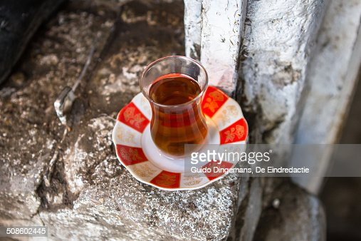 Glass of tea at tea shop in Iraqi Kurdistan : Foto de stock