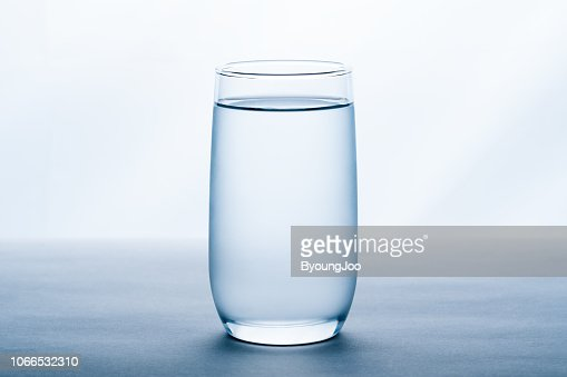 glass of water on white background. : Foto de stock