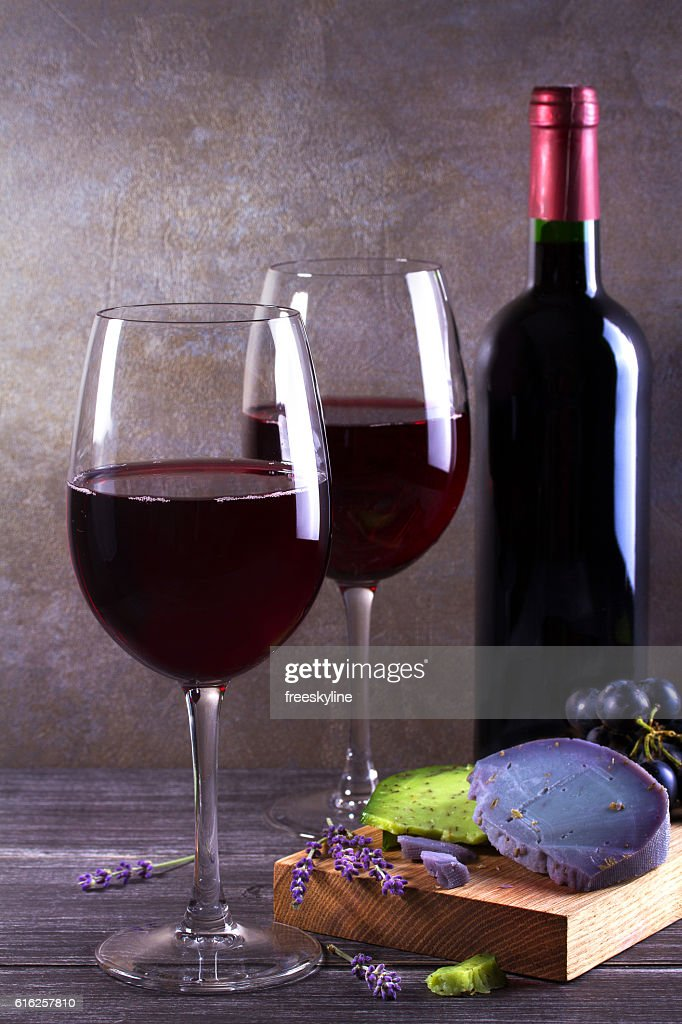 Glasses and bottle of wine. Wine and food still life : Foto de stock