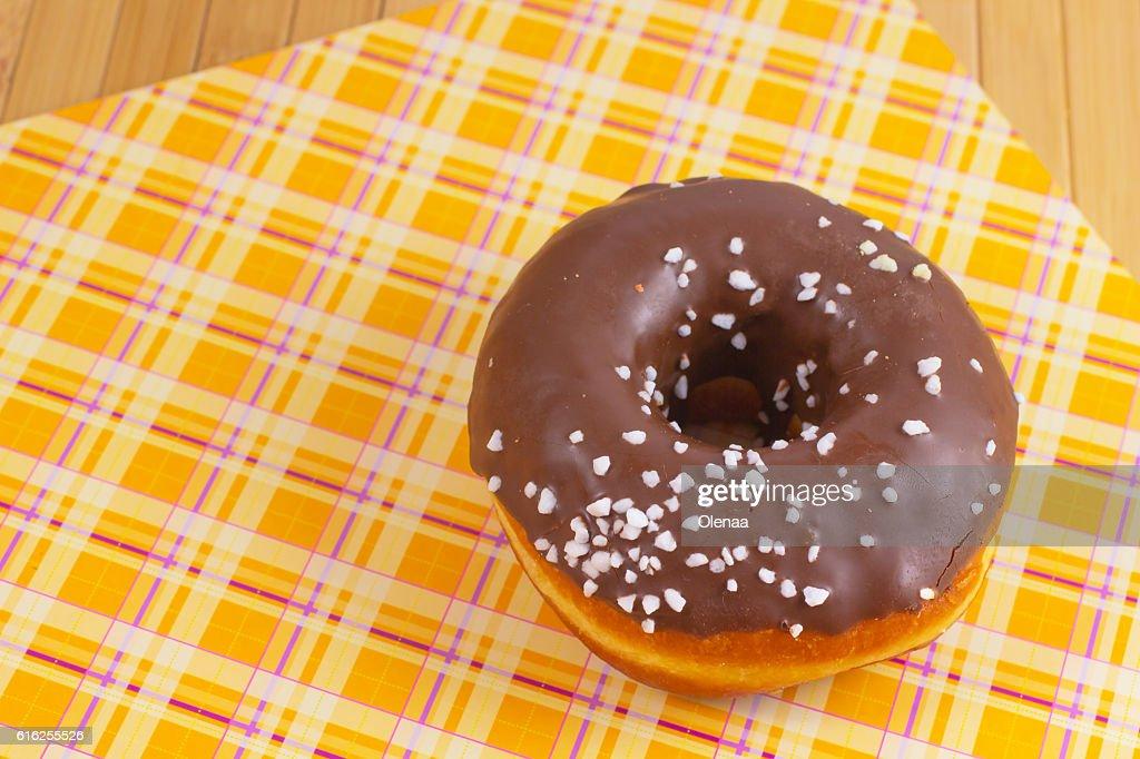 Glazed donut on a colored background : Foto de stock
