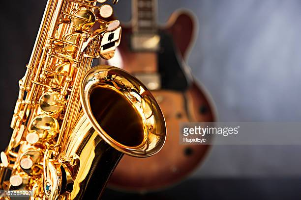 Gleaming saxophone takes the lead with guitar as back up