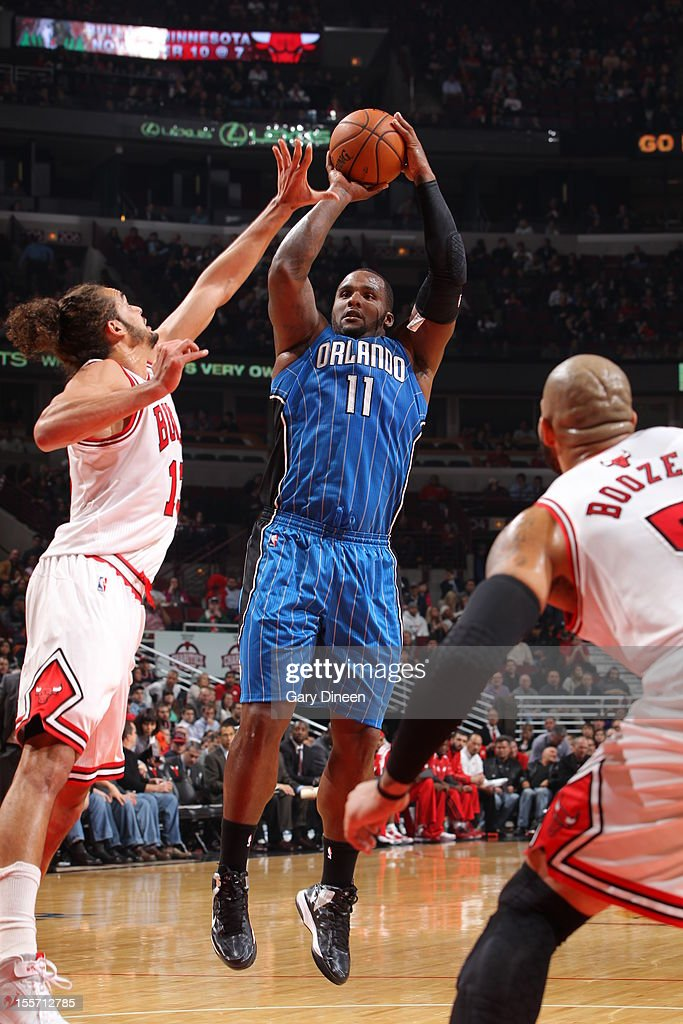 <a gi-track='captionPersonalityLinkClicked' href=/galleries/search?phrase=Glen+Davis+-+Basketball+Player&family=editorial&specificpeople=709385 ng-click='$event.stopPropagation()'>Glen Davis</a> #11 of the Orlando Magic shoots against <a gi-track='captionPersonalityLinkClicked' href=/galleries/search?phrase=Joakim+Noah&family=editorial&specificpeople=699038 ng-click='$event.stopPropagation()'>Joakim Noah</a> #13 of the Chicago Bulls on November 6, 2012 at the United Center in Chicago, Illinois.
