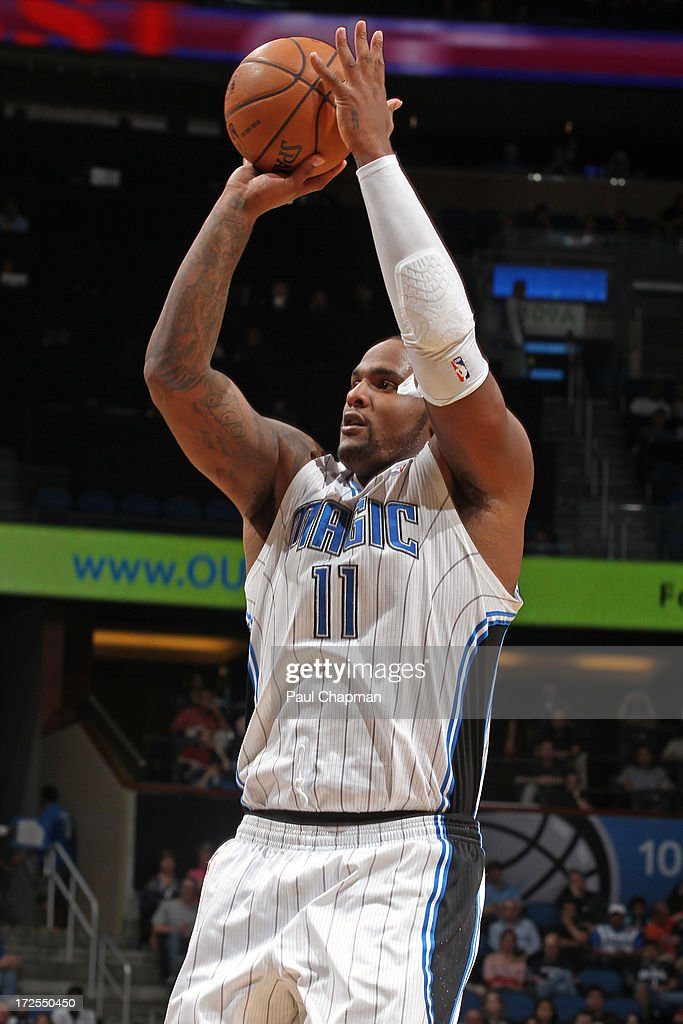 <a gi-track='captionPersonalityLinkClicked' href=/galleries/search?phrase=Glen+Davis+-+Basketball+Player&family=editorial&specificpeople=709385 ng-click='$event.stopPropagation()'>Glen Davis</a> #11 of the Orlando Magic shoots during a game against the Indiana Pacers on January 16, 2013 at Amway Center in Orlando, Florida.