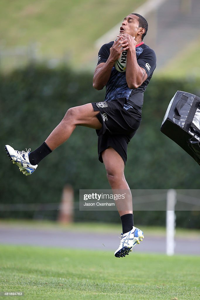 Glen Fisiiahi of the Warriors takes a high ball during a New Zealand Warriors NRL training session at Mt Smart Stadium on April 2, 2014 in Auckland, New Zealand.