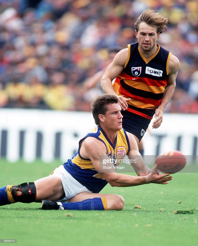 Glen Jakovich of West Coast hand balls clear of Tony Modra of Adelaide, in the AFL 1st Qualifying Final match between the Adelaide Crows and the West Coast Eagles, played at Football Park, Adelaide, Australia. Mandatory Credit: Stuart Milligan/ALLSPORT
