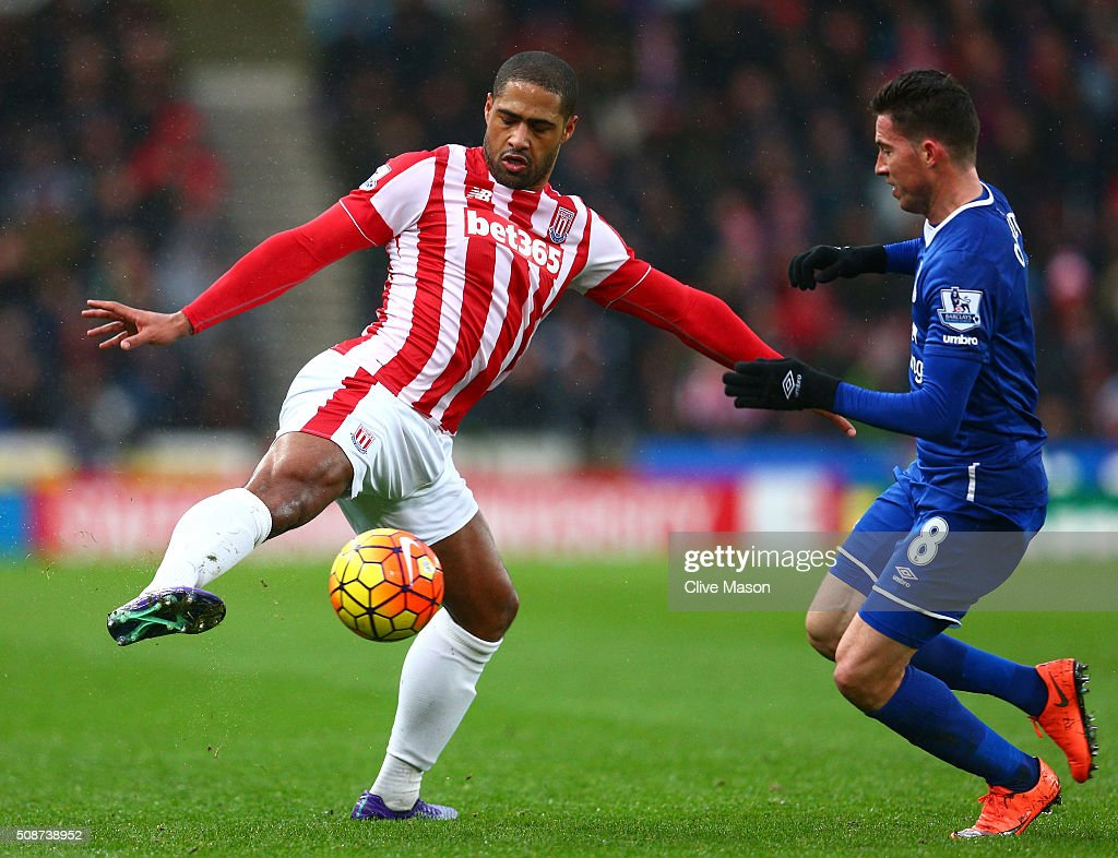<a gi-track='captionPersonalityLinkClicked' href=/galleries/search?phrase=Glen+Johnson&family=editorial&specificpeople=209192 ng-click='$event.stopPropagation()'>Glen Johnson</a> of Stoke City and <a gi-track='captionPersonalityLinkClicked' href=/galleries/search?phrase=Bryan+Oviedo&family=editorial&specificpeople=4412740 ng-click='$event.stopPropagation()'>Bryan Oviedo</a> of Everton compete for the ball during the Barclays Premier League match between Stoke City and Everton at Britannia Stadium on February 6, 2016 in Stoke on Trentl, England.