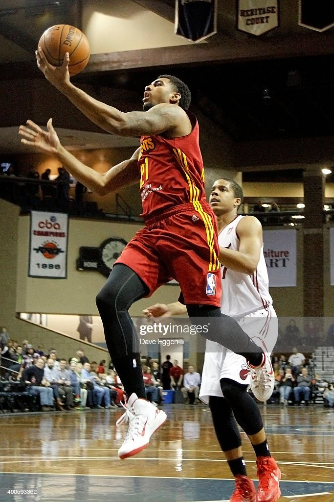 Glen Rice #21 of the Fort Wayne Mad Ants drives to the basket against <a gi-track='captionPersonalityLinkClicked' href=/galleries/search?phrase=Andre+Dawkins&family=editorial&specificpeople=6543120 ng-click='$event.stopPropagation()'>Andre Dawkins</a> #7 of the Sioux Falls Skyforce on December 16, 2014 at the Sanford Pentagon in Sioux Falls, South Dakota.