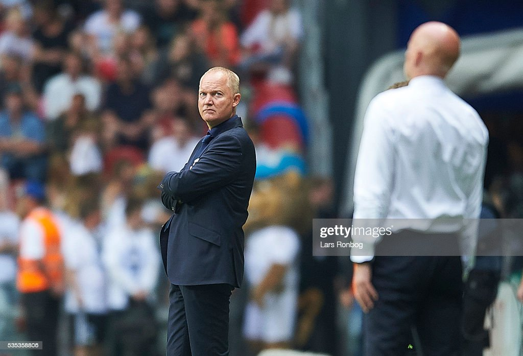 Glen Riddersholm, head coach of AGF Aarhus looks on <a gi-track='captionPersonalityLinkClicked' href=/galleries/search?phrase=Stale+Solbakken&family=editorial&specificpeople=2726325 ng-click='$event.stopPropagation()'>Stale Solbakken</a>, head coach of FC Copenhagen during the Danish Alka Superliga match between FC Copenhagen and AGF Aarhus at Telia Parken Stadium on May 29, 2016 in Copenhagen, Denmark.