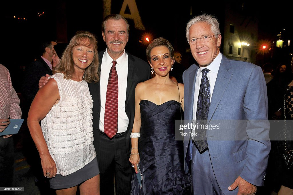 Glena Carroll, 55th President of Mexico, <a gi-track='captionPersonalityLinkClicked' href=/galleries/search?phrase=Vicente+Fox&family=editorial&specificpeople=202615 ng-click='$event.stopPropagation()'>Vicente Fox</a>,his wife <a gi-track='captionPersonalityLinkClicked' href=/galleries/search?phrase=Marta+Sahagun&family=editorial&specificpeople=226592 ng-click='$event.stopPropagation()'>Marta Sahagun</a> and coach attend LA UNCOVERED An Evening Benefiting A Better LA at Siren Cube on June 5, 2014 in Los Angeles, California.